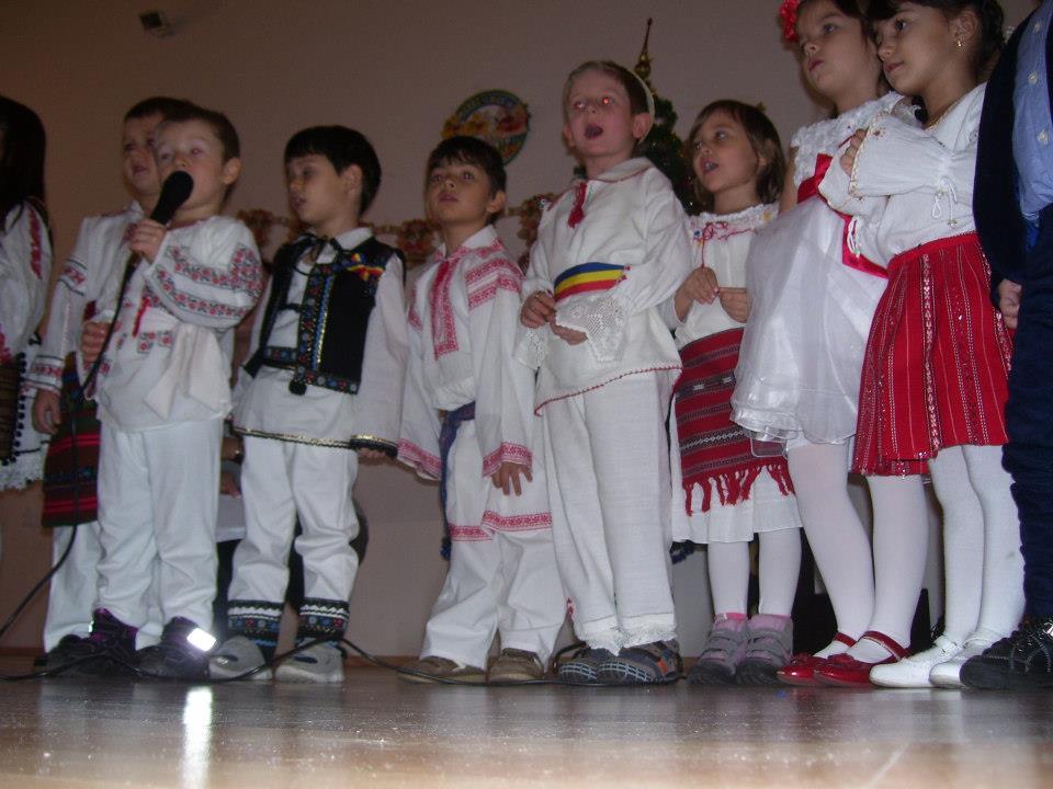 Cea mai frumoasa echipa de spiridusi ai Romaniei de la Gradinita Gifted International au vestit Nasterea Domnului Iisus Hristos